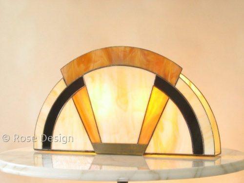 Arcade een Tiffany Art Deco style tafellamp van Rose Design.