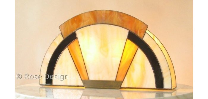 Arcade een Tiffany Art Deco style tafellamp van Rose Design.
