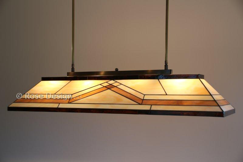Diamond, een 1.15m. lange Rose Design Tiffany hanglamp, geschikt voor lange eettafels.
