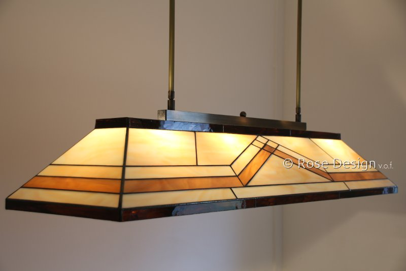 Diamond, een 1.15m. lange Rose Design Tiffany hanglamp.