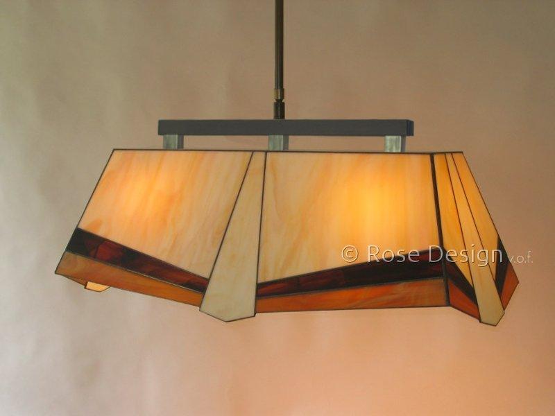 Helios, een langwerpige Rose Design Tiffany hanglamp.