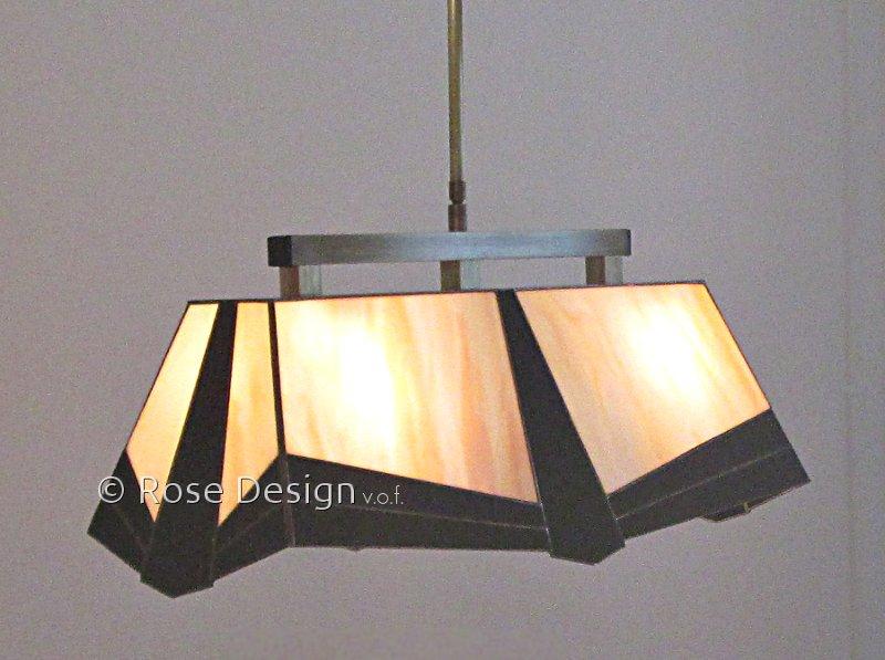 Helios, een langwerpige Tiffany hanglamp.