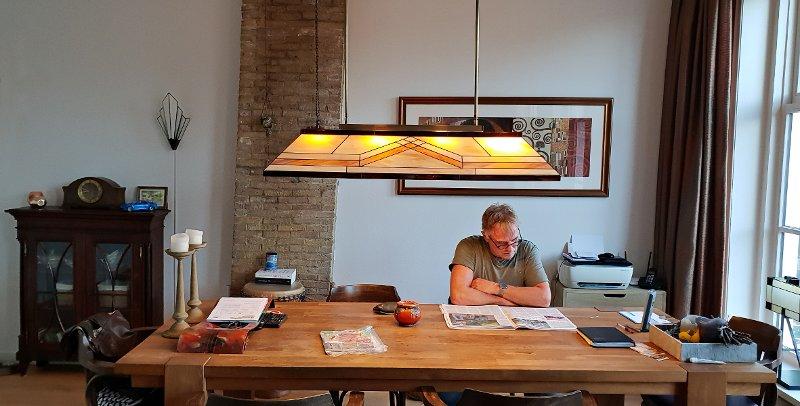 Een interieur foto van Margreet en Johannes met een Rose Design Diamond hanglamp.