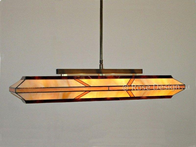 Silhouette 88 cm. een langwerpige Rose design Tiffany hanglamp.