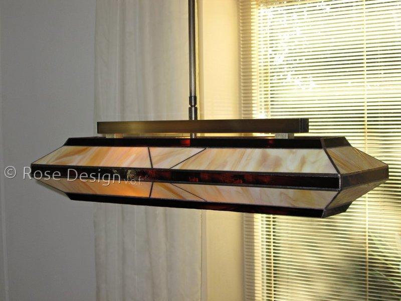 Silhouette 69 cm, een Rose Design tiffany hanglamp.