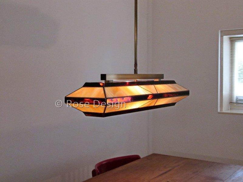 Silhouette 69 cm, een Rose Design tiffany hanglamp met twee lichtpunten.